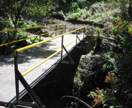 Puente peatonal, reasentamiento El Paraíso