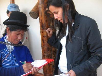 Participación comunitaria entrelazar a las comunidades indígenas