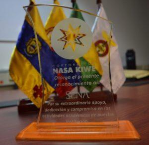 La Corporación Nasa Kiwe, entregó al SENA una placa de reconocimiento por su apoyo a la gestión de la entidad