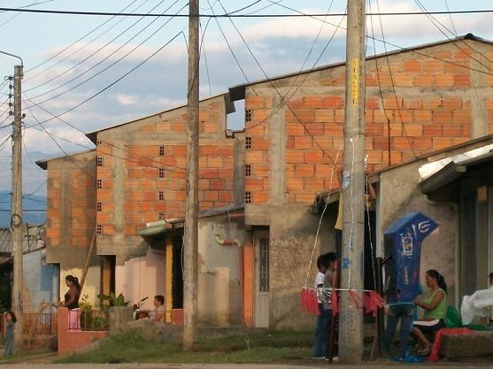 Mejoradas viviendas de diez familias reasentadas en el barrio toez