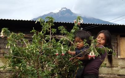 Niños indígenas de Mesa de Caloto, resguardo de Huila