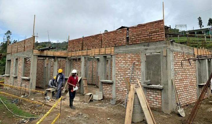 Avance de obra de la construcción del establecimiento de salud en La Muralla, Páez