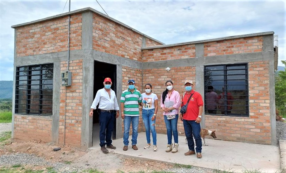 7 familias que vivían en zonas de alto riesgo recibieron su nueva casa en Tesalia, departamento del Huila.